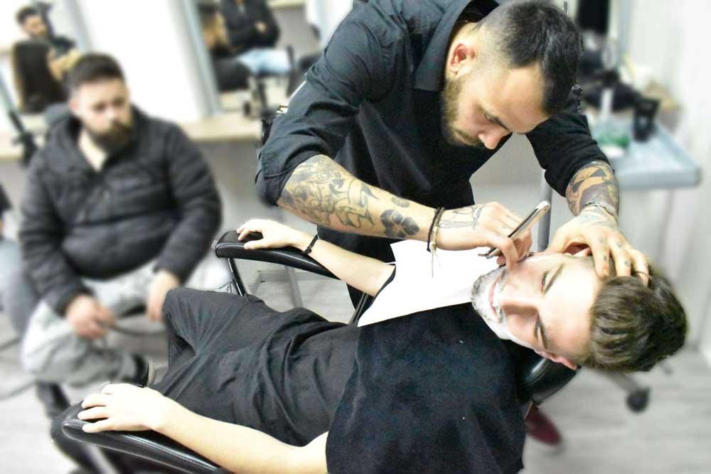 جذب مشتری به آرایشگاه مردانه